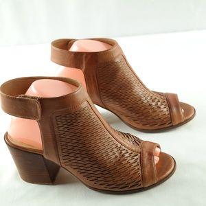 Vince Camuto Lavette Sandals Sz 8 Block Heel